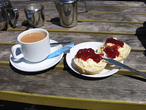 Cream Tea the Devon way Tuxraider reloaded at the English language Wikipedia [GFDL (http://www.gnu.org/copyleft/fdl.html) or CC-BY-SA-3.0 (http://creativecommons.org/licenses/by-sa/3.0/)], via Wikimedia Commons
